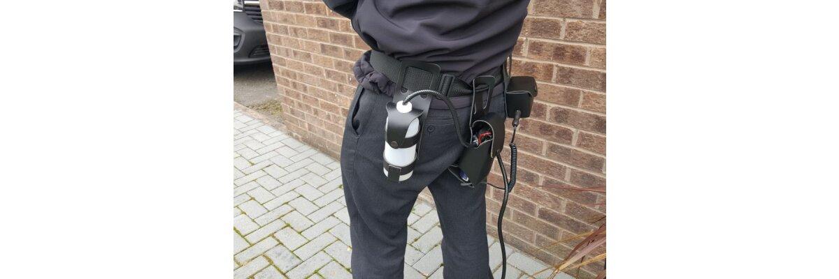 Teleskopstangen von DragonFly, die es Ihnen ermöglichen, an schwer erreichbaren Orten CCTV-Kameraobjektive ganz sicher zu putzen und die Rauchmelder zu prüfen - Cleaning Kits für Ihre CCTV Kameras und Kontrollgeräte für die Rauchmelderprüfung Von DragonFly